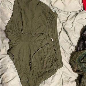 Old Navy green short with pockets & drawstring